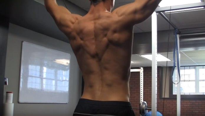 Изображение - Упражнения с резиной для плечевого сустава razvedenie-ruk-so-zhgutom-foto
