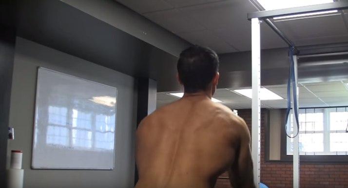 Изображение - Упражнения с резиной для плечевого сустава razvedenie-ruk-so-zhgutom