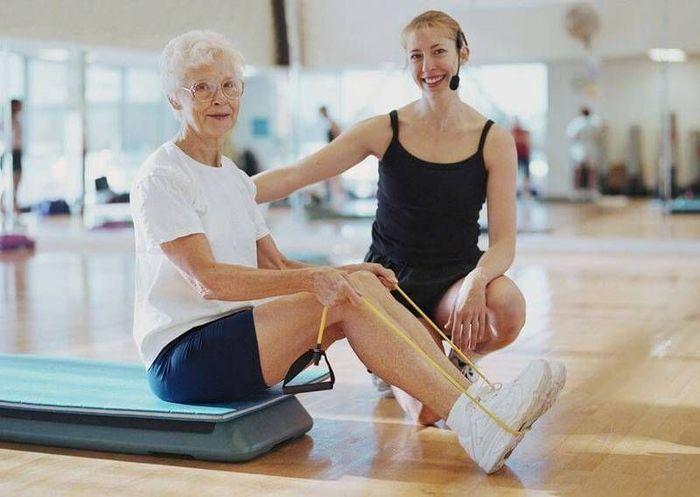 Тренировки для пожилых с эспандером Доктора фото
