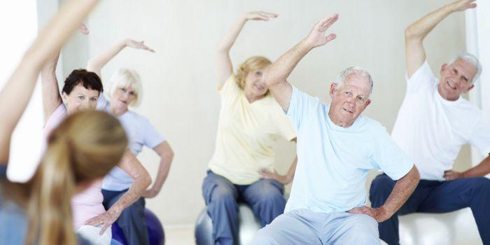Тренировки для пожилых с эспандером Доктора