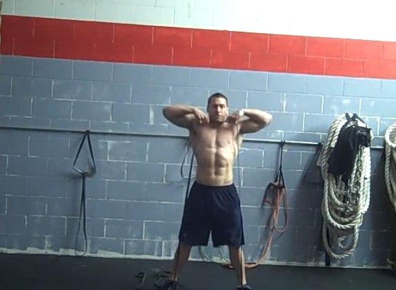 Изображение - Упражнения с резиной для плечевого сустава tyaga-zhguta-k-podborodku-foto